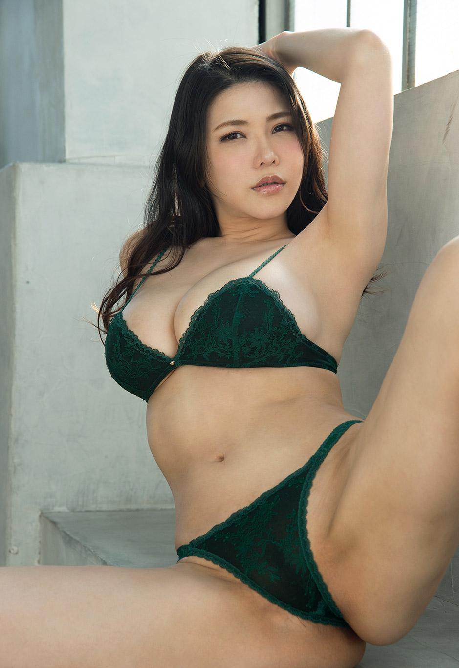 Sarah japanese av model