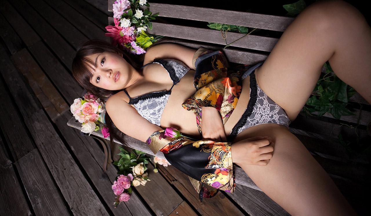 JapaneseThumbs AV Idol Mayumi Yamanaka 山中真由美 Photo Gallery 33
